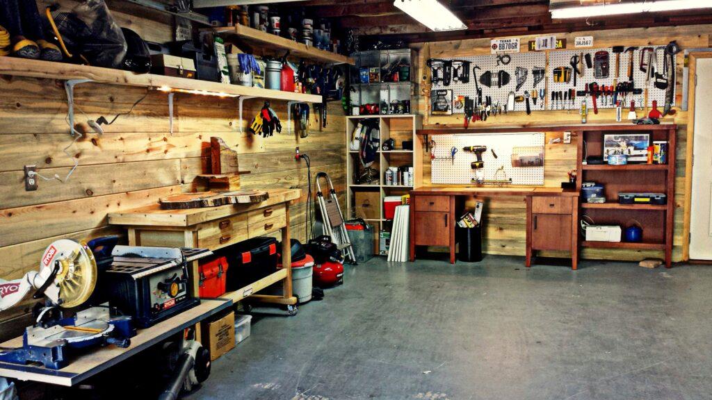 Garage individuel rangé
