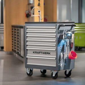 servante d'atelier Kraftwerk en présentation dans atelier avec panneau de fixation latéral